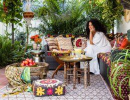 justina-blakeney-patio-sun-0916_0